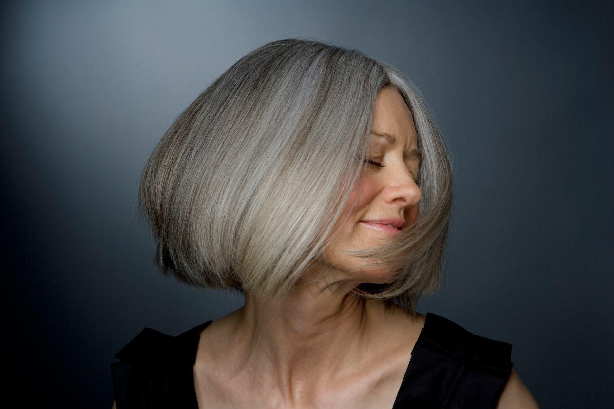 8-maneiras-de-nao-deixar-o-cabelo-branco-ficar-amarelado